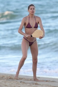 doutzen-kroes-in-bikini-bahia-beach-in-brazil-5.jpg