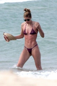 doutzen-kroes-in-bikini-enjoys-beach-day-in-bahia-2.jpg