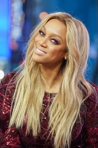 tyra-banks-appeared-on-mtv-trl-in-new-york-2.jpg