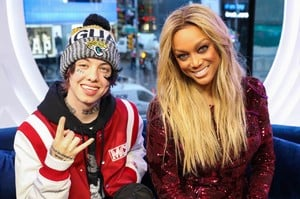 tyra-banks-appeared-on-mtv-trl-in-new-york-3.jpg