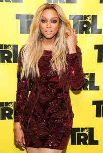 tyra-banks-appeared-on-mtv-trl-in-new-york-6.jpg