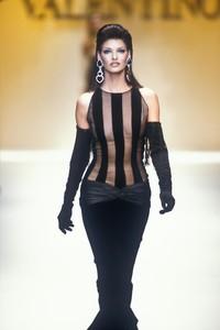 valentino-fw-1992-3.thumb.jpg.ac2facd05dea5948a2afd50c9e39a125.jpg
