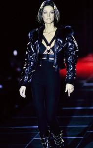 versace-fw-1992-12.thumb.jpg.89cce31a5f02e169b99b3dd9db0bb69a.jpg