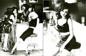 von_Unwerth_Vogue_Italia_May_1995_03.thumb.png.e174dfdd144daee9566f1f4ef535801c.png