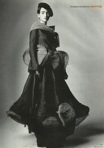 elle ru dec 2003 model norina sandra (6).jpg