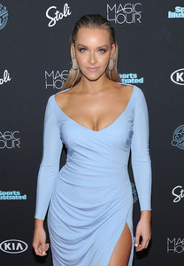 Sports+Illustrated+Swimsuit+2018+Launch+Event+1htcLfOF4wlx.jpg