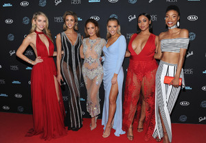 Sports+Illustrated+Swimsuit+2018+Launch+Event+ByttrXS4e0ex.jpg