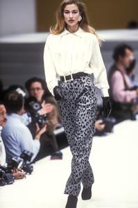laura-biagiotti-fw-1992-13.thumb.jpg.43d2364391db8c5c5eceba674f800882.jpg