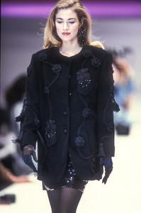 laura-biagiotti-fw-1992-16.thumb.jpg.98c6907f8b7da0adcec759f9e37d97f8.jpg