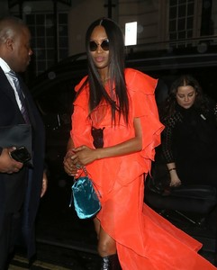 naomi-campbell-night-out-style-leave-mnky-hse-in-london-2.thumb.jpg.514c604d539617e0530d7e0c51e3aa0c.jpg