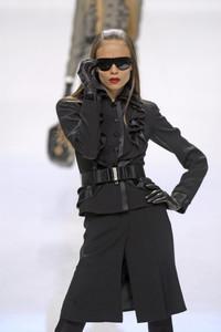 09855_celebrity_city_Valentino_Paris_Fashion_Show_76_123_526lo.thumb.jpg.2b06f4c9308ddc3bce360a2caac42005.jpg