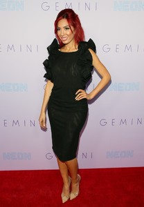 Farrah+Abraham+Neon+Los+Angeles+Premiere+Gemini+Ms0icI6Chz_x.jpg