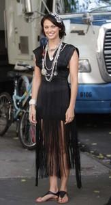 Deanna Russo - the Set of 'Gossip Girl' in New York, 02-09-2009 01.jpg