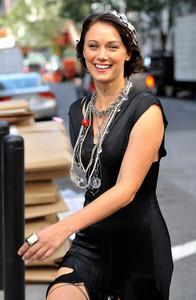 Deanna Russo - the Set of 'Gossip Girl' in New York, 02-09-2009 05.jpg