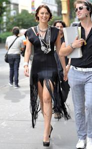 Deanna Russo - the Set of 'Gossip Girl' in New York, 02-09-2009 06.jpg