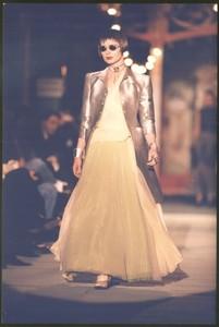 Moda-MODNA-REVIJA-model-pres-fotofrafija-1995_slika_XL_28898015.jpg
