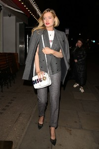 laura-whitmore-style-at-covent-garden-1st-birthday-party-in-london-1.jpg