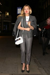 laura-whitmore-style-at-covent-garden-1st-birthday-party-in-london-3.jpg