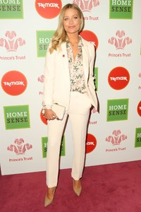 laura-whitmore-the-prince-s-trust-and-tk-maxx-and-homesense-awards-in-london-1.jpg