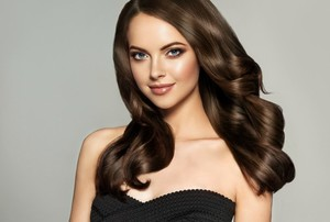 Beautiful-model-girl-with-long-wavy-and-shiny-hair-.-Brunette-woman-with-curly-hairstyle-1.jpg