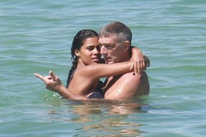 tina-kunakey-in-bikini-on-the-beach-in-rio-de-janeiro-1.jpg