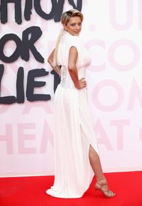Caroline+Vreeland+Red+Carpet+Arrivals+Fashion+_JqB2gOgtX7x.jpg