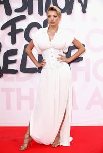Caroline+Vreeland+Red+Carpet+Arrivals+Fashion+SR6xcMuClarx.jpg