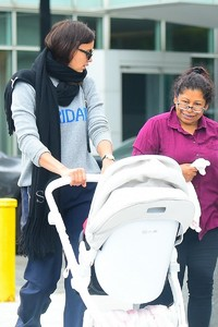 Irina-Shayk-with-her-daughter-Lea-out-for-a-walk-in-New-York-City-4.thumb.jpg.d9764e308437782218a5b1cedf1c2c72.jpg