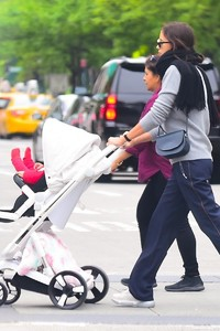 Irina-Shayk-with-her-daughter-Lea-out-for-a-walk-in-New-York-City-6.thumb.jpg.e5b7d18322dca7b2e679ee673f8e992b.jpg