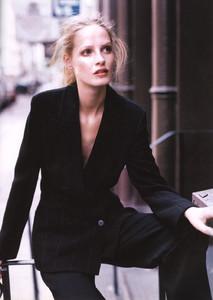 Mathilde-Pedersen-ELLE-ITALIA-OCTOBER-1997-Rigore-Femminile-ph.Eamonn-J.-McCabe-04.thumb.jpg.c957670e326bdad7daee79b57628fca6.jpg