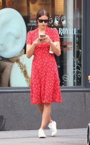 irina-shayk-out-and-about-in-new-york-05-23-2018-0.thumb.jpg.aae85f78614ac9a29f1d1d86c270d52b.jpg