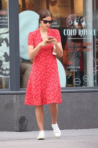 irina-shayk-out-and-about-in-new-york-05-23-2018-6.thumb.jpg.d7f19c721e4f970db32f7deaa44625bc.jpg