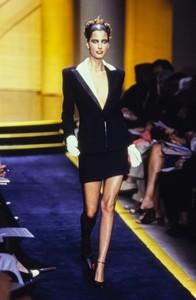 versace-hc-fw-1997-10.thumb.jpg.04798d4670213267bb010477660bb453.jpg