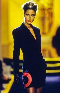 versace-hc-fw-1997-17.thumb.jpg.00ab8a3677005c2233fd3a3dcb30c231.jpg