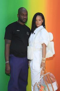 Rihanna+Louis+Vuitton+Front+Row+Paris+Fashion+jhTpXrKnoq5x.jpg