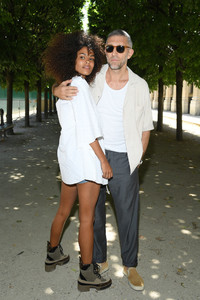 Tina+Kunakey+Louis+Vuitton+Front+Row+Paris+uKDTanrkfkGx.jpg