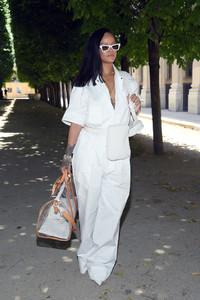 Rihanna+Louis+Vuitton+Front+Row+Paris+Fashion+Pzxga17r8KKx.jpg