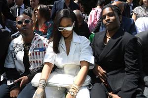 Rihanna+Louis+Vuitton+Front+Row+Paris+Fashion+itpqjguSMTjx.jpg