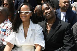Rihanna+Louis+Vuitton+Front+Row+Paris+Fashion+GWPI2CruBjix.jpg