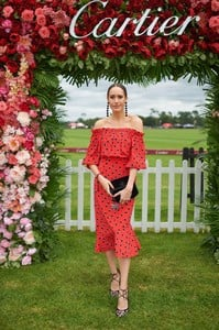 louise-roe-cartier-queens-cup-polo-in-windsor-06-17-2018-1.jpg