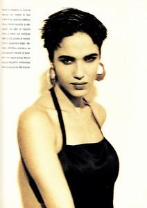 marie_claire_italia_march_1990_29.thumb.jpg.a5bce3672e753dc20198a9d34694814e.jpg