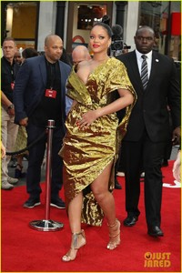 rihanna-sparkles-in-gold-at-oceans-8-london-premiere-05.jpg