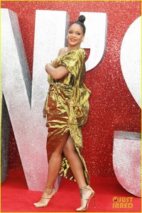 rihanna-sparkles-in-gold-at-oceans-8-london-premiere-07.jpg