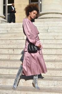 Tina+Kunakey+Fendi+Couture+Paris+Fashion+Week+FlGUOQ6zXU4x.jpg