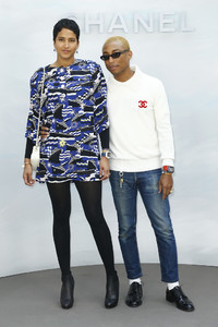 Pharrell+Williams+Chanel+Photocall+Paris+Fashion+DT8dM1W_FMXx.jpg