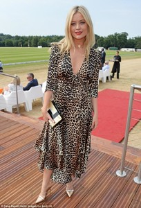 4DD21C7E00000578-5906811-Bold_entrance_Laura_Whitmore_33_ensured_that_all_eyes_were_on_he-m-4_1530469737957.jpg