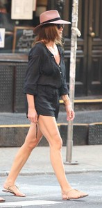 4DE767CD00000578-0-On_the_go_The_52_year_old_supermodel_stepped_out_in_a_pair_of_go-m-55_1530669482879.jpg