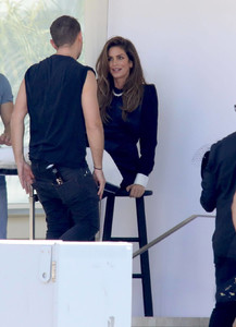 cindy-crawford-on-the-set-of-a-photoshoot-in-los-angeles-2018-06-29-06.jpg