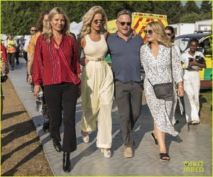 rita-ora-gets-support-from-kate-moss-at-house-festival-2018-03.thumb.jpg.526d03f74799544a85df3fe431abc9b0.jpg