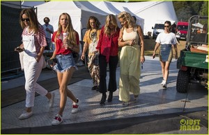 rita-ora-gets-support-from-kate-moss-at-house-festival-2018-05.jpg